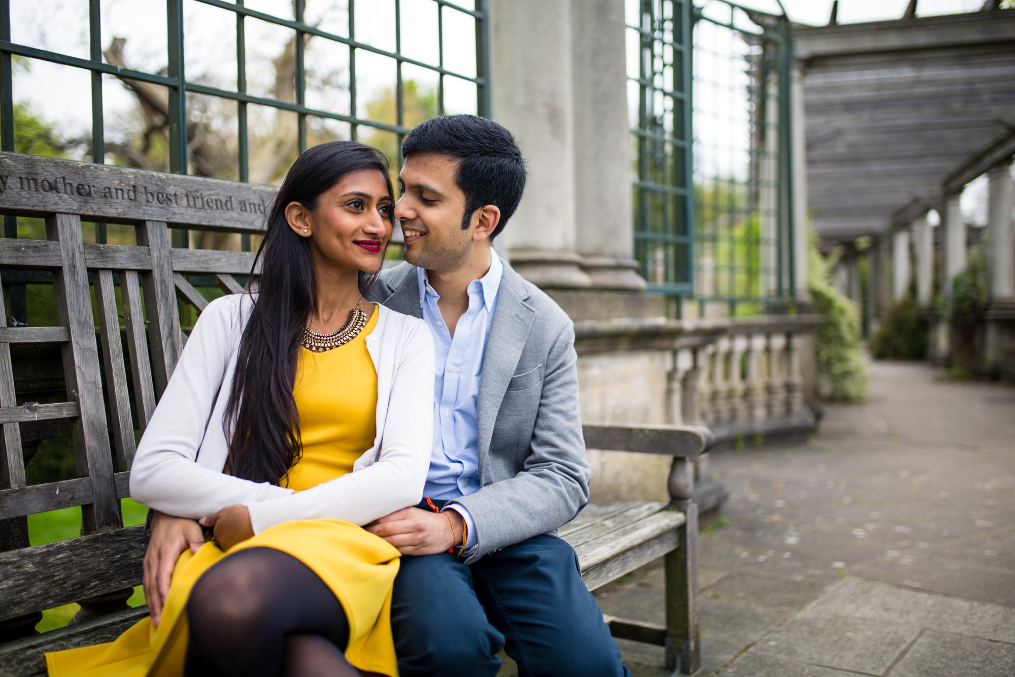 Pre-wed photography London, pergola and hill gardens, what to wear to your engagement shoot