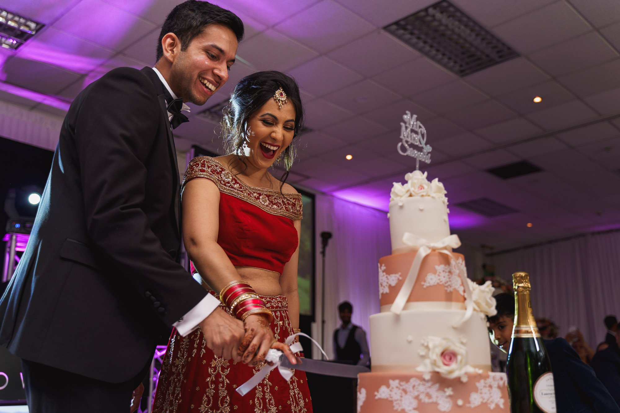 Dunchurch Park Hotel, Midlands Asian Wedding Photographer, cake cutting