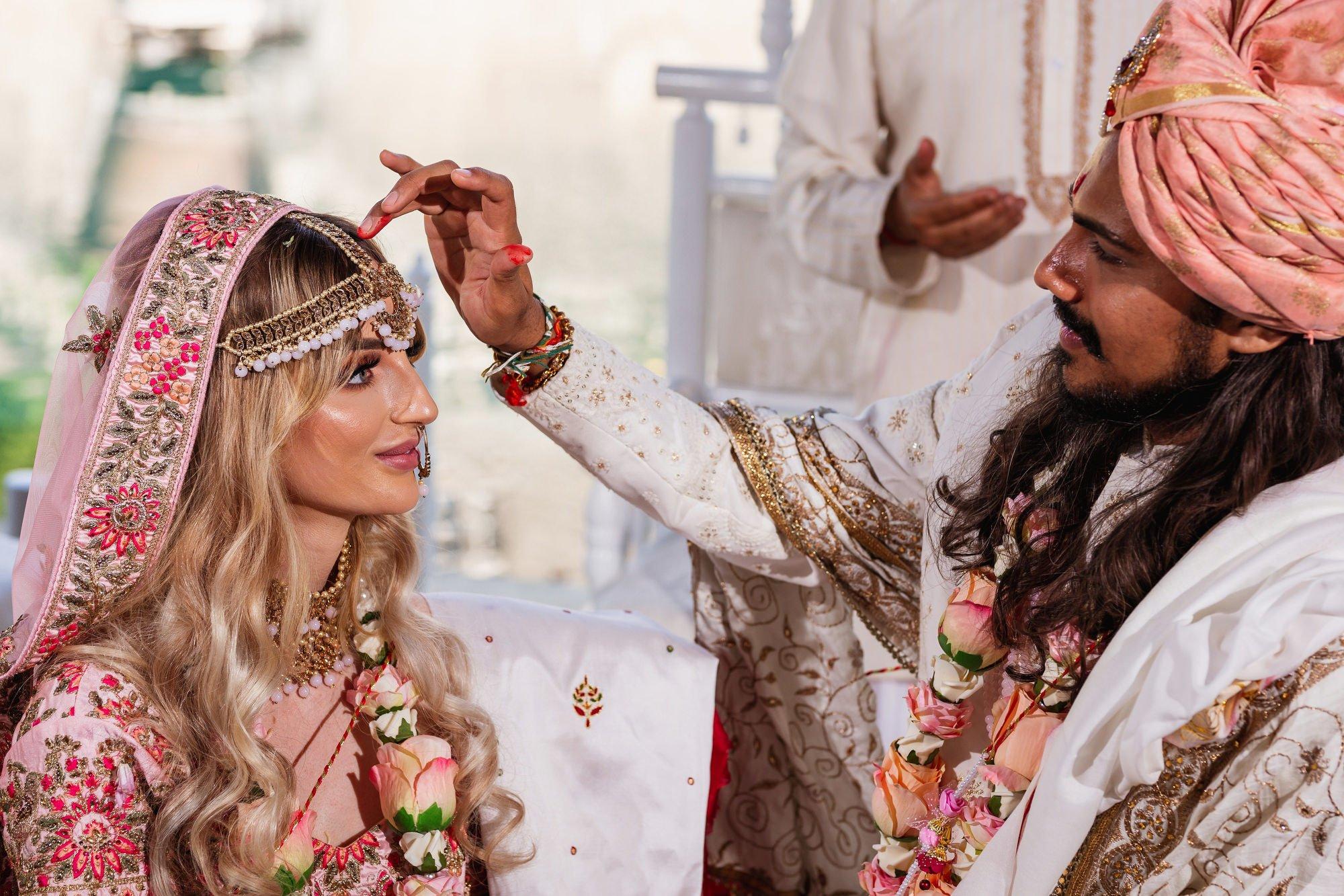 Euridge Manor, Cotswolds, Hindu wedding ceremony, Mangalsutra, Asian Wedding Photography