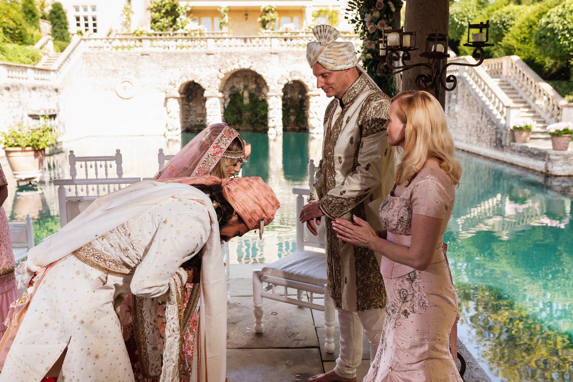 Euridge Manor, Cotswolds, Hindu wedding ceremony, parents blessings, Asian Wedding Photography